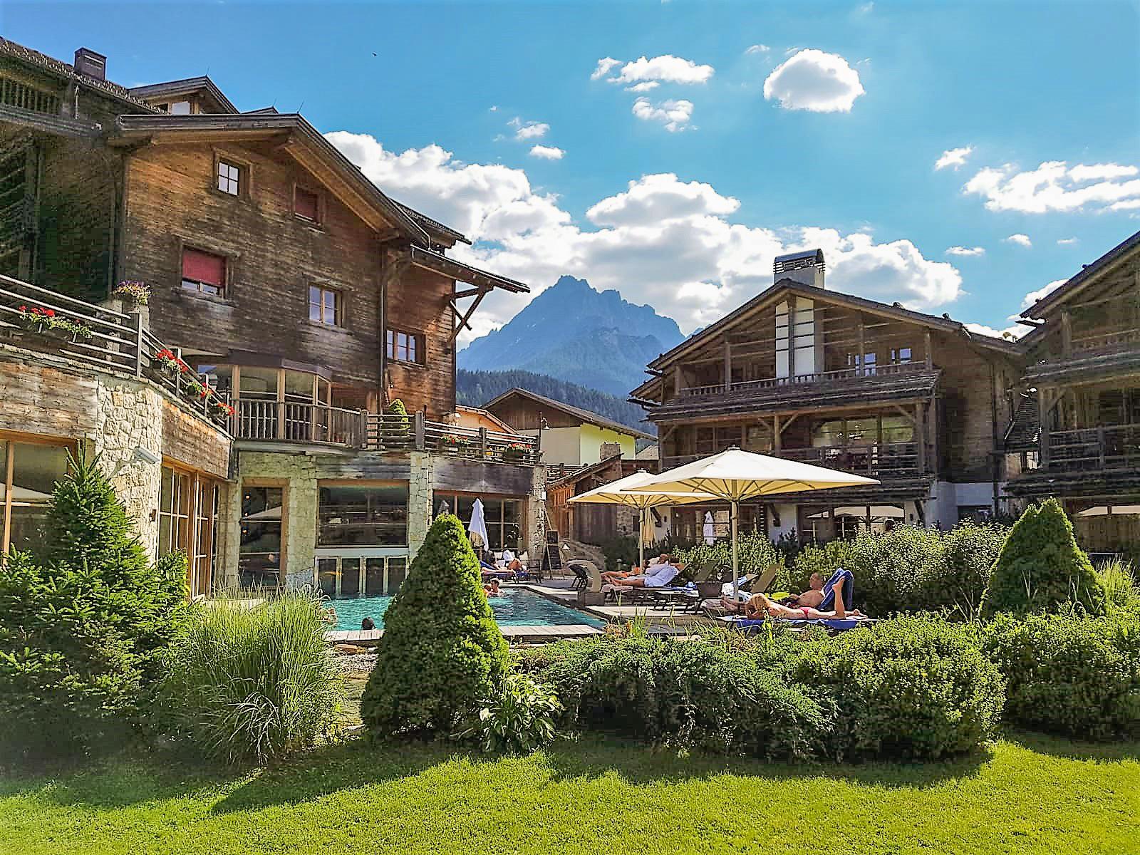 Post Alpina-Family Mountain Chalets