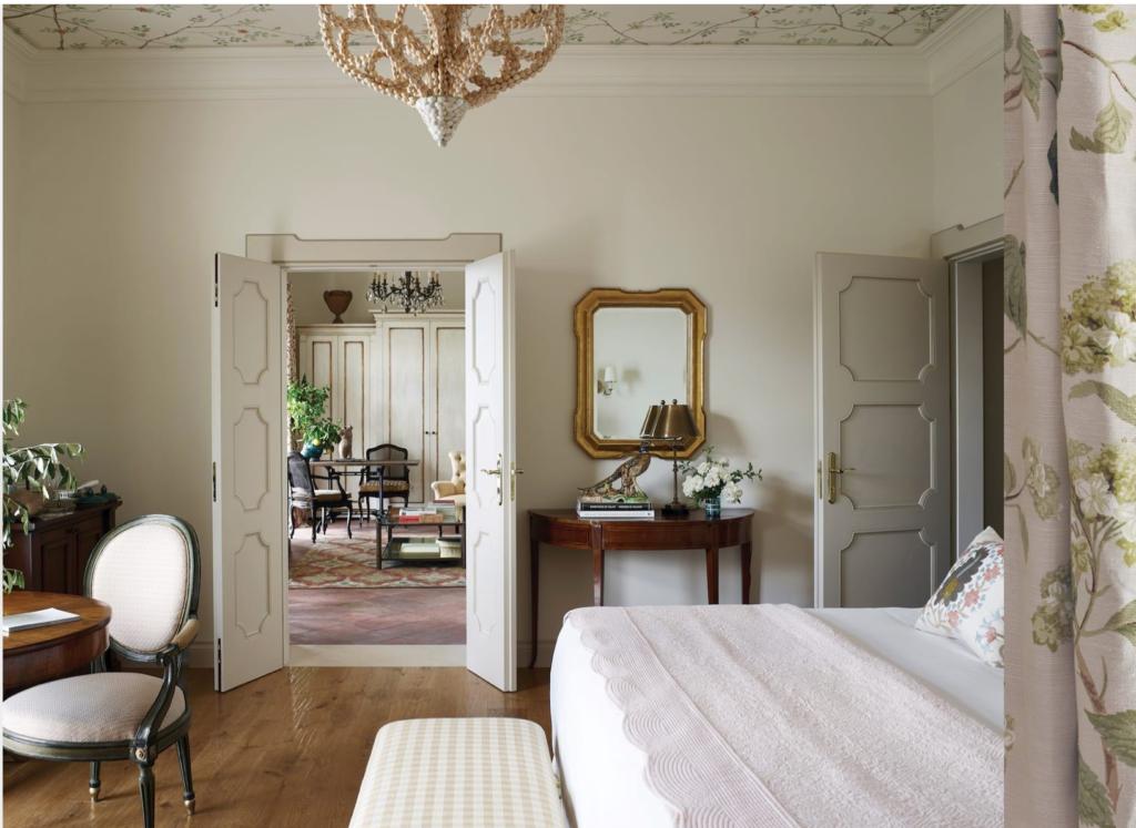 camera da letto di un immobile di lusso