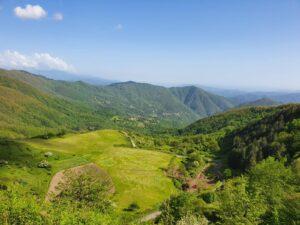 immagine panoramica delle valli e le montagne della val di vara