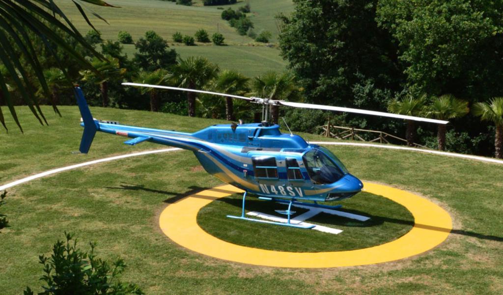 Elicottero servizio Eli taxi per raggiungere la cantina Goretti per una degustazione di vino