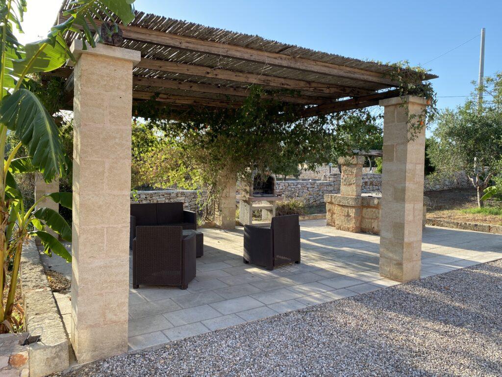 Porticato esterno per le tue vacanze in Salento in villa con piscina