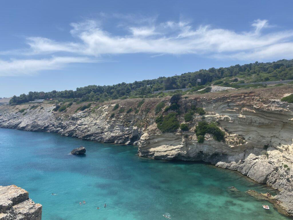 Foto panoramica dall'alto della Baia di Porto Miggiano in Salento