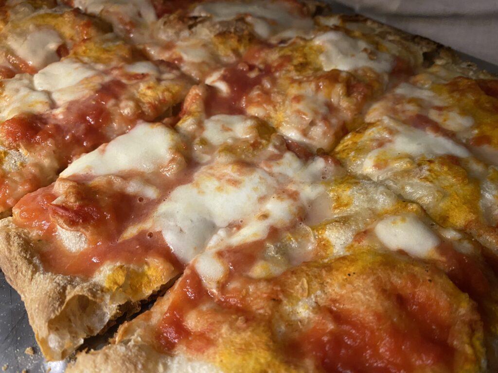 Ristorante pizzeria Azzurra Salento. Pizza margherita Nuvola.