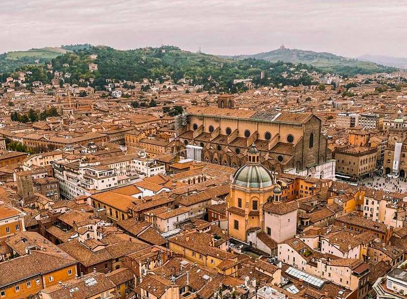 vista dall'alto della città di Bologna